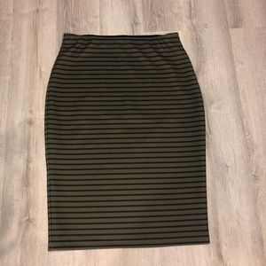 Green & black pencil skirt euc size large